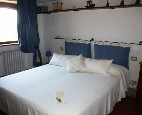 Melograno Azzurra - Twin or Double room with shared hallway bathroom